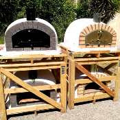 Four à pizzas traditionnel briques grises